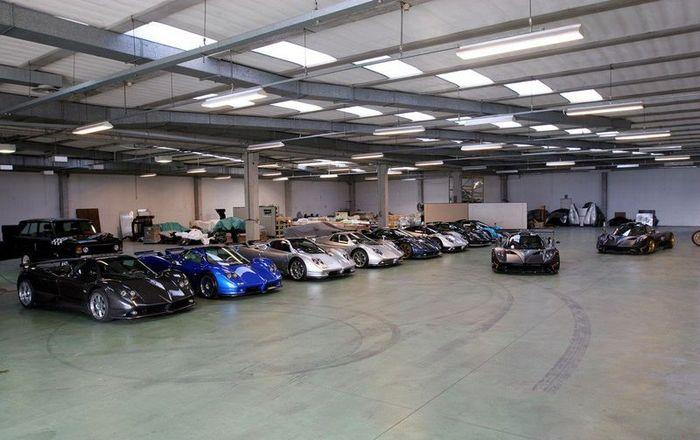 Десятка суперкаров на стоянке Pagani Automobili (32 фото)