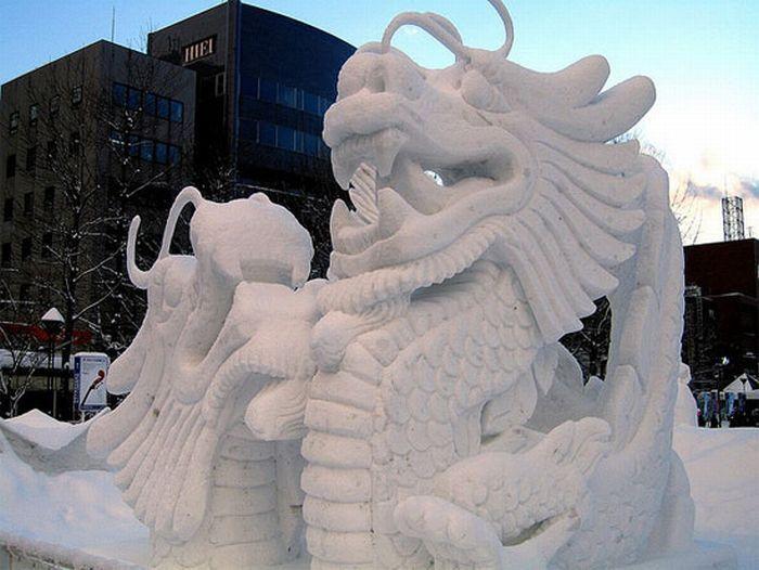 Потрясающие снежные скульптуры (36 фото)