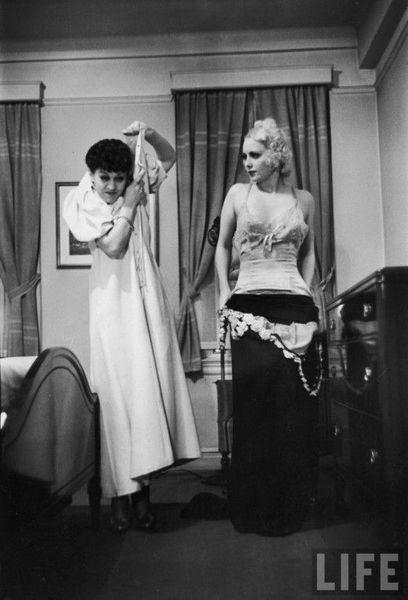Как жена должна раздеваться перед своим мужем (11 фото)