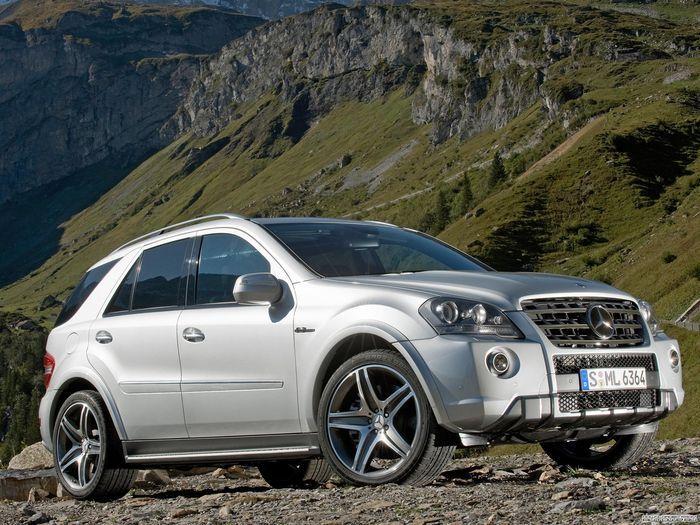 Девичий тюнинг салона на Mercedes ML 63AMG (7 фото)