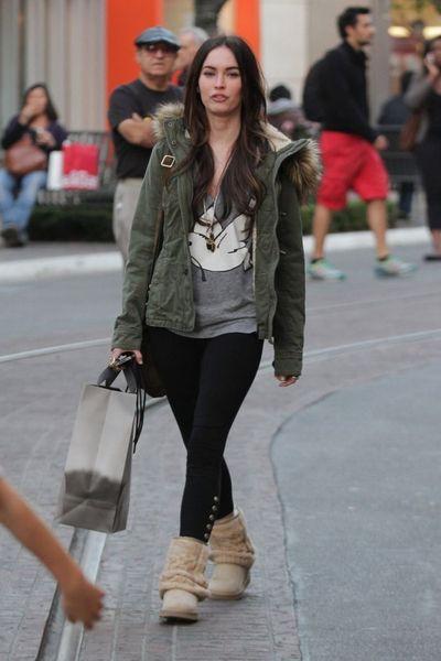 Меган Фокс прогуливается по городу (8 Фото)