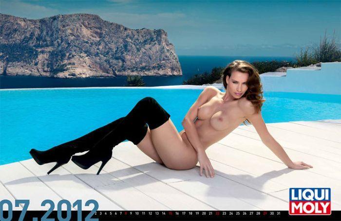 Подборка эротических календарей на 2012 год (107 фото НЮ)