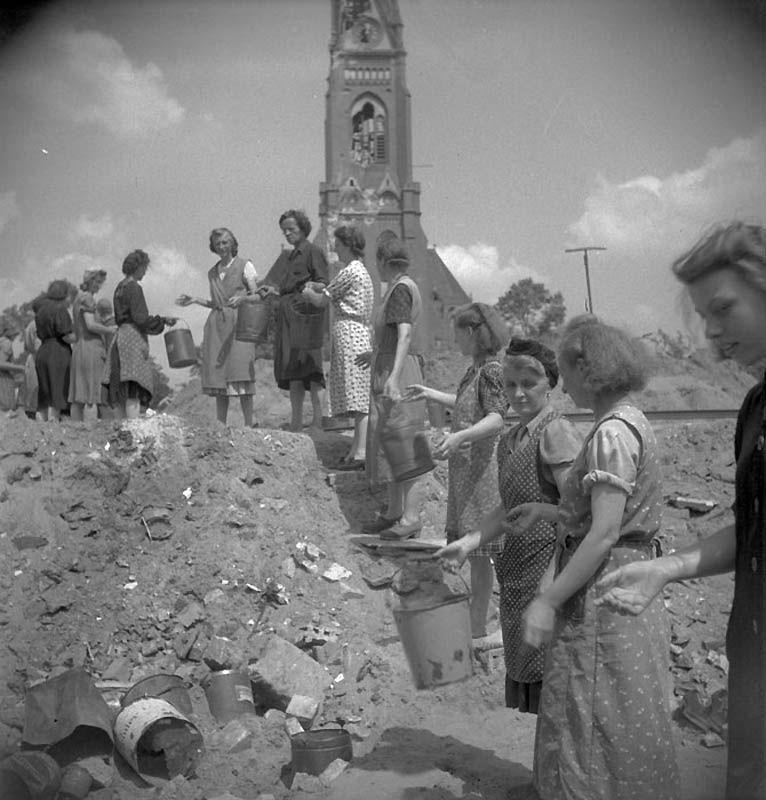 2322 Повседневная жизнь Берлина в июле 1945 года