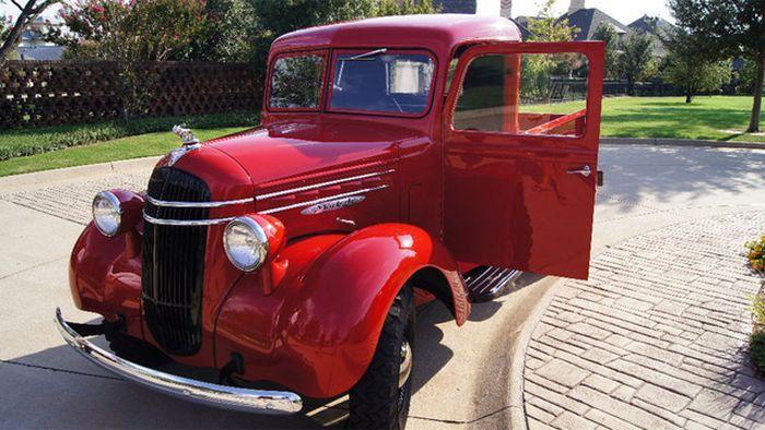 На торги выставлен 1 из 125 выпущенных Mack Jr. 1937 года выпуска (17 фото)