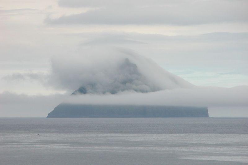 Остров с короной из облаков (22 фото)