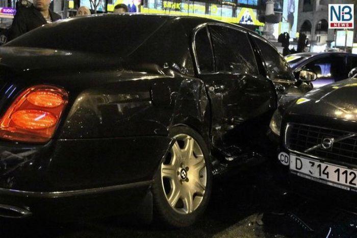 Виновником самой дорогой аварии на Украине сделают регулировщика (10 фото+2 видео)