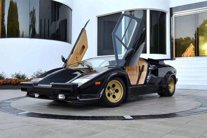 Lamborghini Countach 5000 QV с пробегом 1979 км продается на аукционе (63 фото)