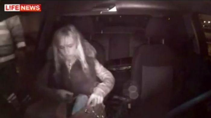 Девушка на Maserati и без документов уходит от погони полиции (видео)