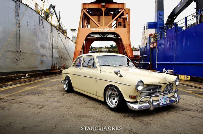 Тюнинг старого шведа - Volvo 122s 1965 года (16 фото)
