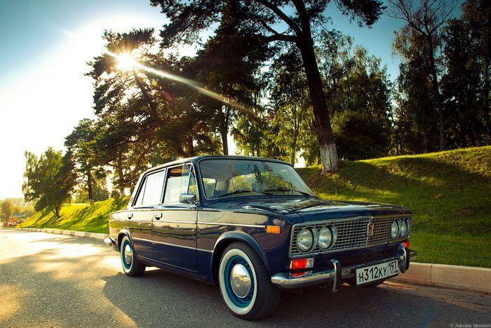 Фотосет российской классики ВАЗ 2103 (15 фото)