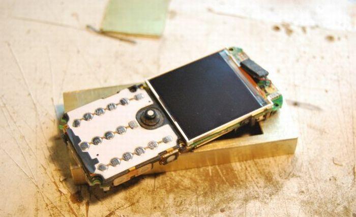 Моддинг телефона Samsung Е590 в стиле стимпанк (15 фото)