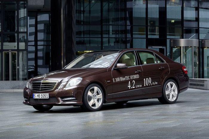 Mercedes-Benz покажет два гибрида на базе модели E-Class (21 фото)