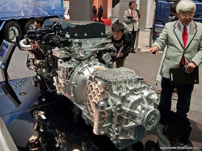 Двигатели и другие детали с токийского автосалона (40 фото)