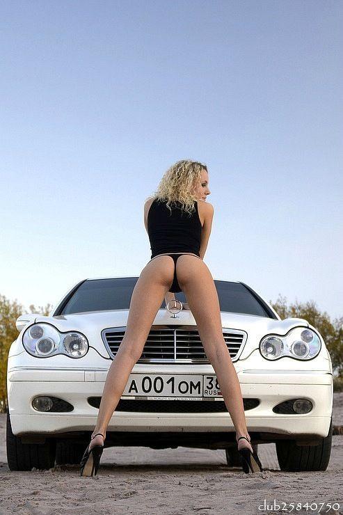 Девушки в бикини возле машин фото 648-162