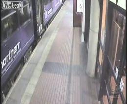 Пьяная женщина провалилась под поезд