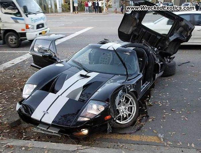 В Корее разбили легендарный Ford GT (3 фото)
