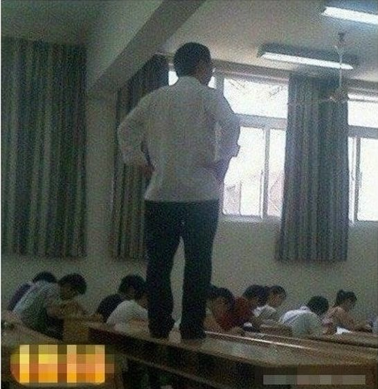 Как отжигают азиатские преподаватели? (8 фото)