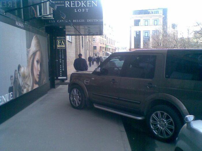 Машины припаркованные не по правилам (23 фото)