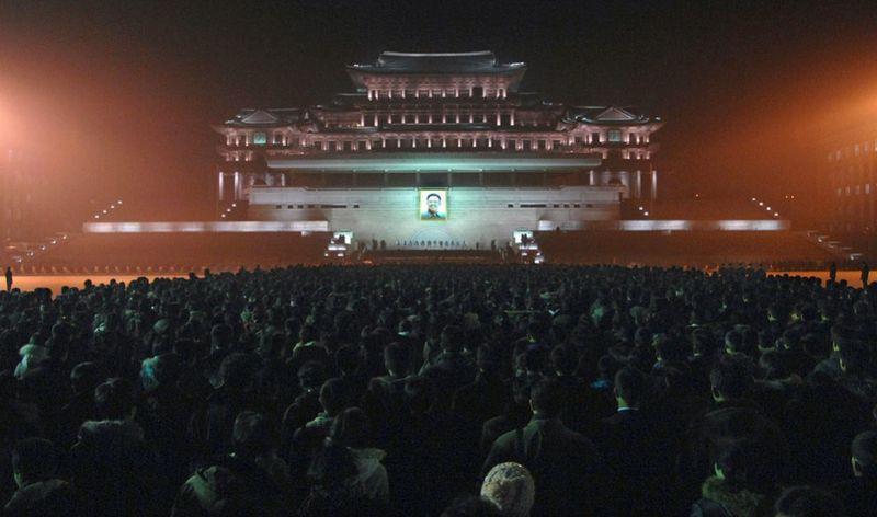 1805 990x585 Северная Корея простилась с Ким Чен Иром