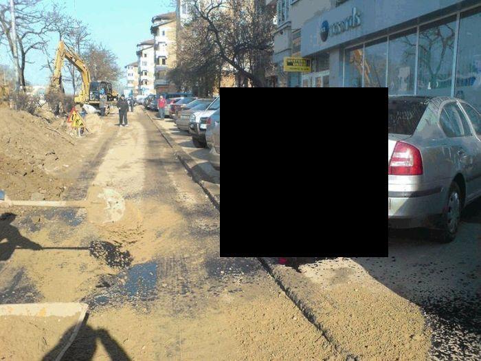 Дорожные рабочие оставили сюрприз (2 фото)