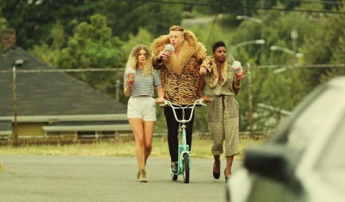 Прикол картинка альфа самец, велосипед, девушки, самец