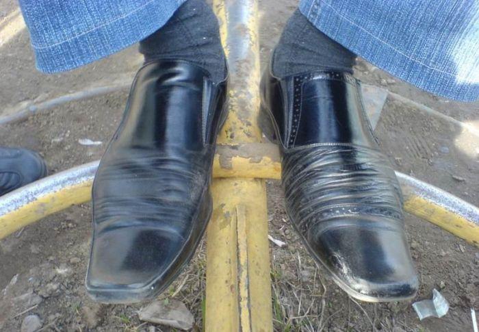 Фотожесть обувь, прикол, разные туфли