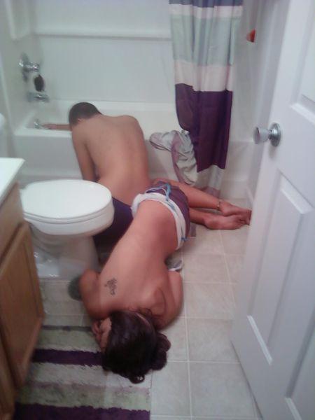 Фотоприкол дня в ванной, пьяная девушка, пьяные