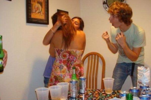 Фотоподборка алкоголь, вечеринка, выражение лица, девушки целуются, парень, подростки, пьяные девушки