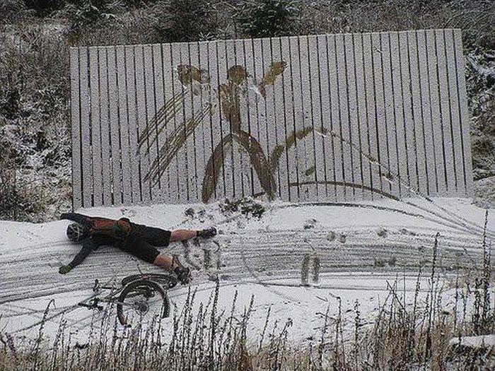 Фото в стену, забор, зима, падение велосипедист, прикол, след