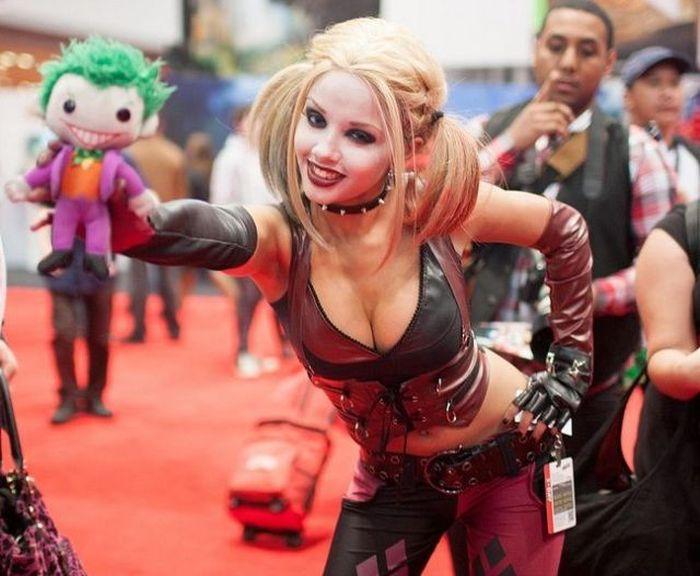Фотоприкол онлайн джокер, красивая грудь, красивая девушка, кукла
