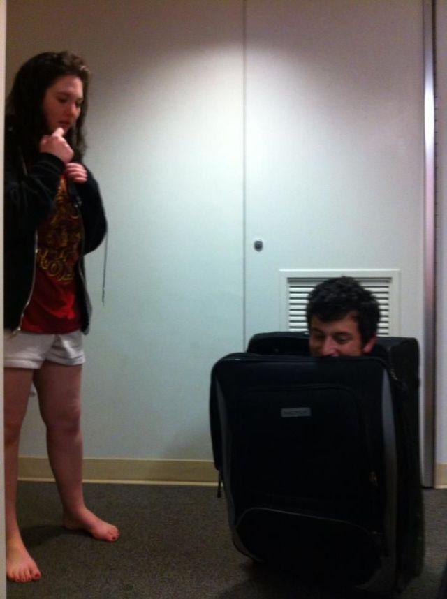 Фото прикол в чемодане, выражение лица, парень и девушка