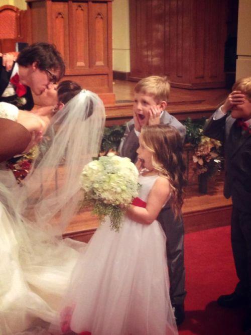 Фотоальбом букет, выражение лица, девочка, мальчик, свадьба, эмоции