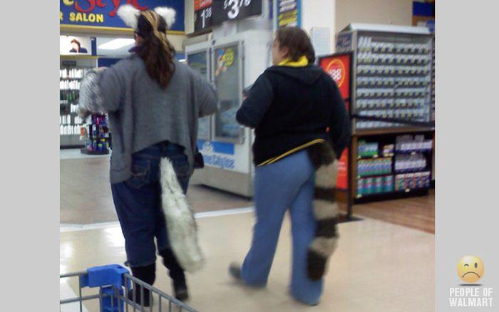 Gente rara en el supermercado Walmart-002