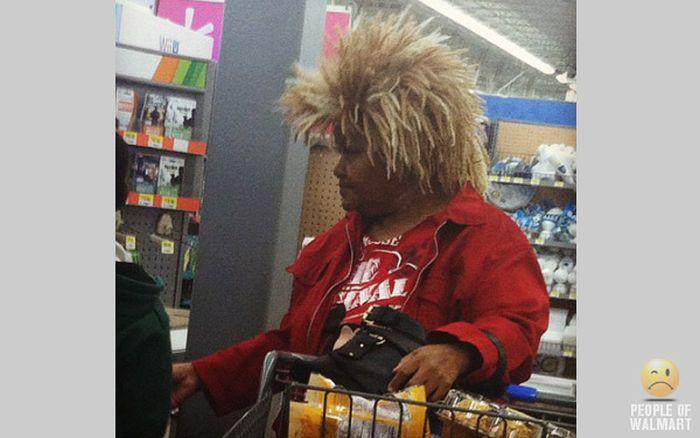 Gente rara en el supermercado Walmart-009