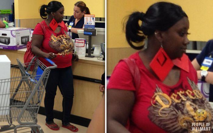 Gente rara en el supermercado Walmart-010