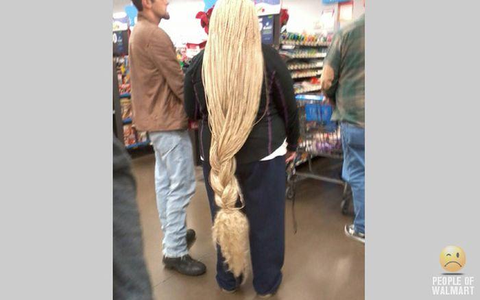 Gente rara en el supermercado Walmart-014