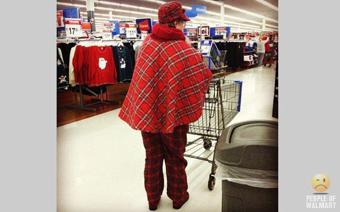 Gente rara en el supermercado Walmart-015