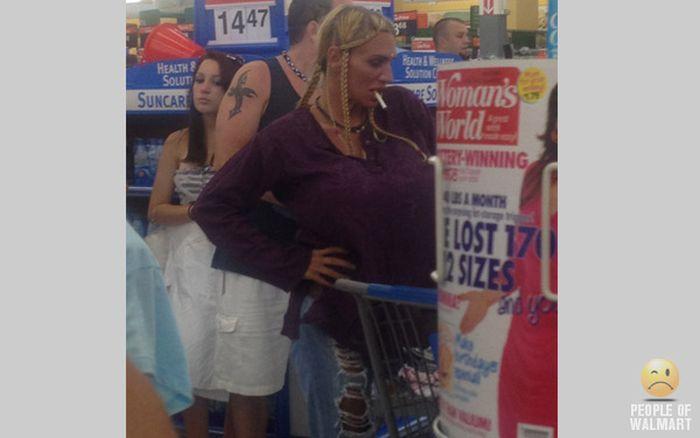 Gente rara en el supermercado Walmart-016