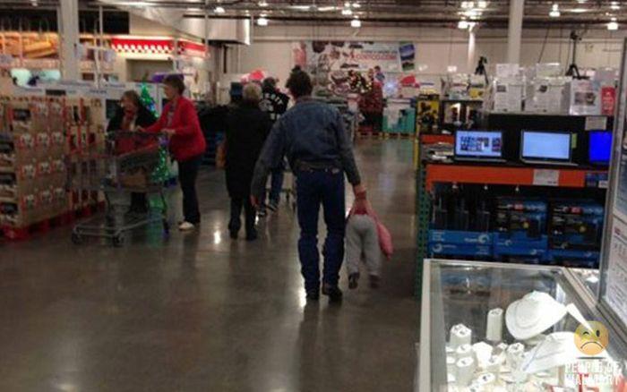 Gente rara en el supermercado Walmart-017