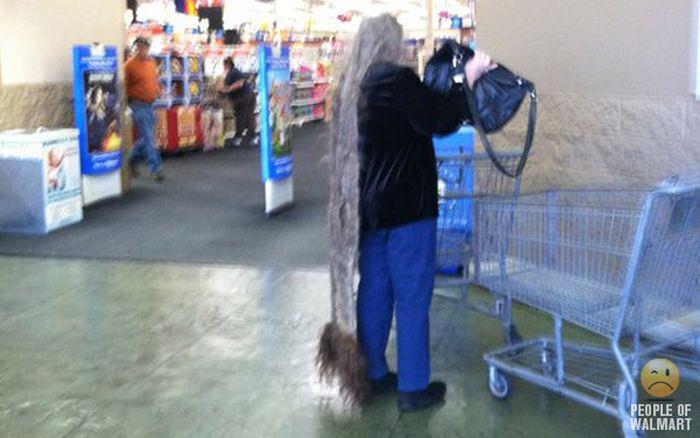 Gente rara en el supermercado Walmart-019