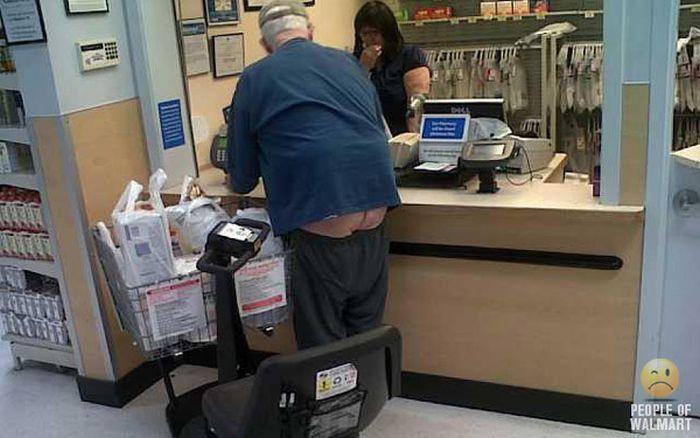Gente rara en el supermercado Walmart-025