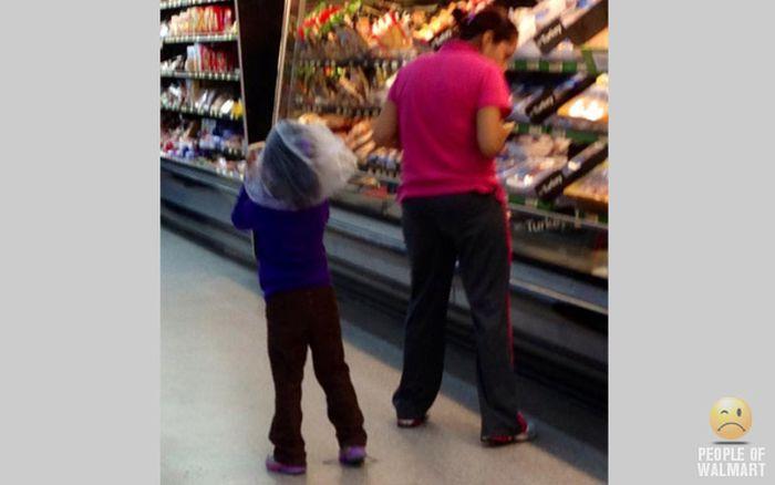 Gente rara en el supermercado Walmart-029