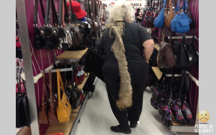 Gente rara en el supermercado Walmart-038