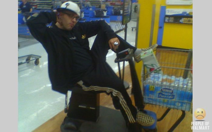 Gente rara en el supermercado Walmart-041