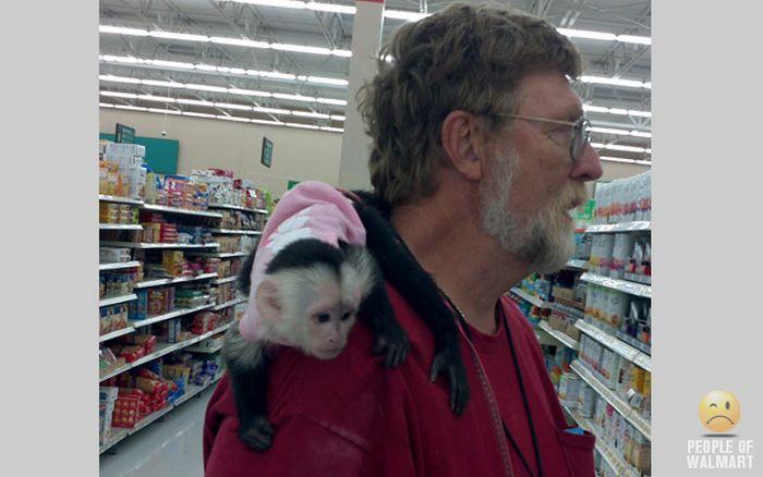 Gente rara en el supermercado Walmart-047