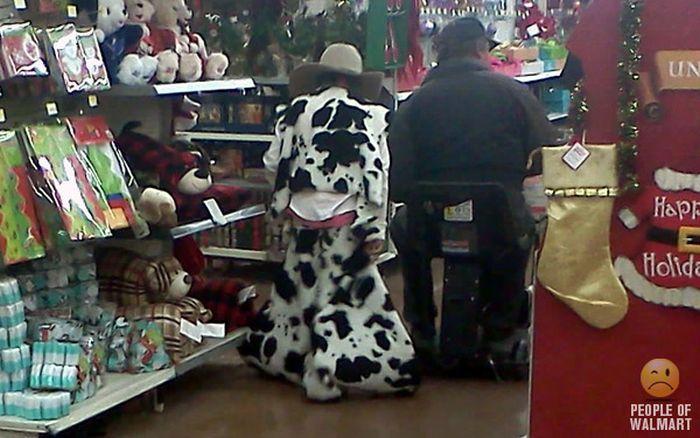 Gente rara en el supermercado Walmart-049