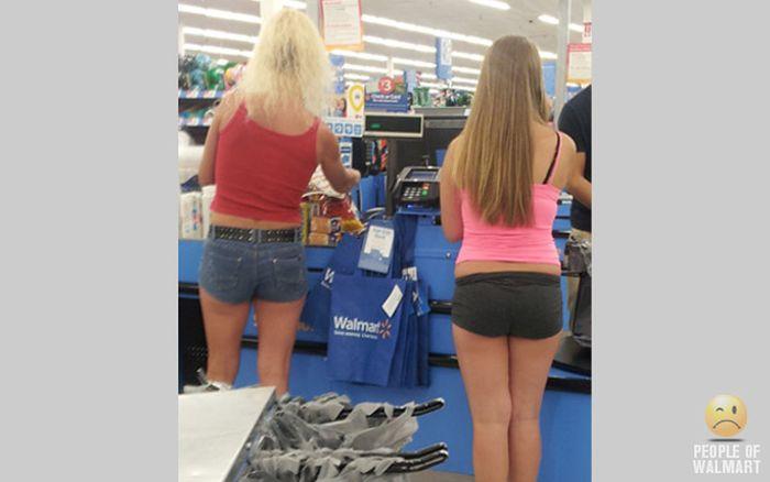 Gente rara en el supermercado Walmart-051