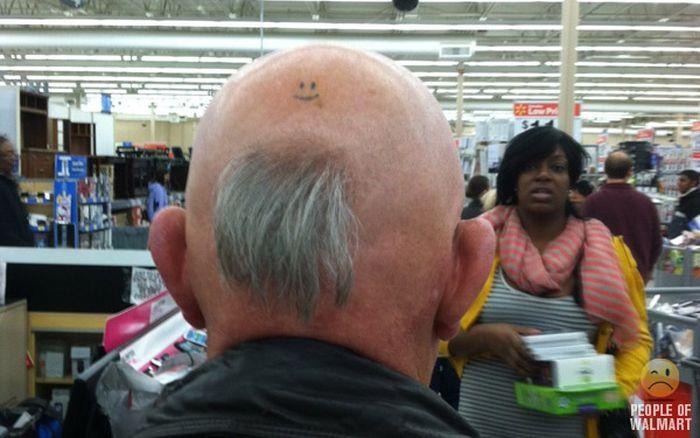 Gente rara en el supermercado Walmart-055