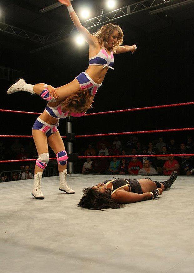 Видео девушки на ринге дерутся фото 95-209