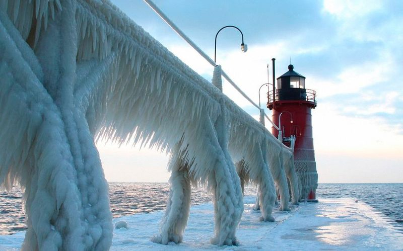 Прикол картинка зима, маяк, мост, обледенел, северное море. мороз, холод
